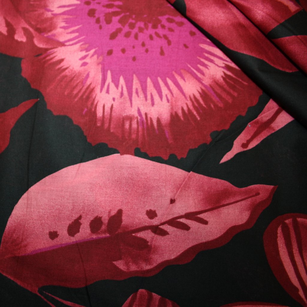 Látka s potiskem bavlněná růžovočerná