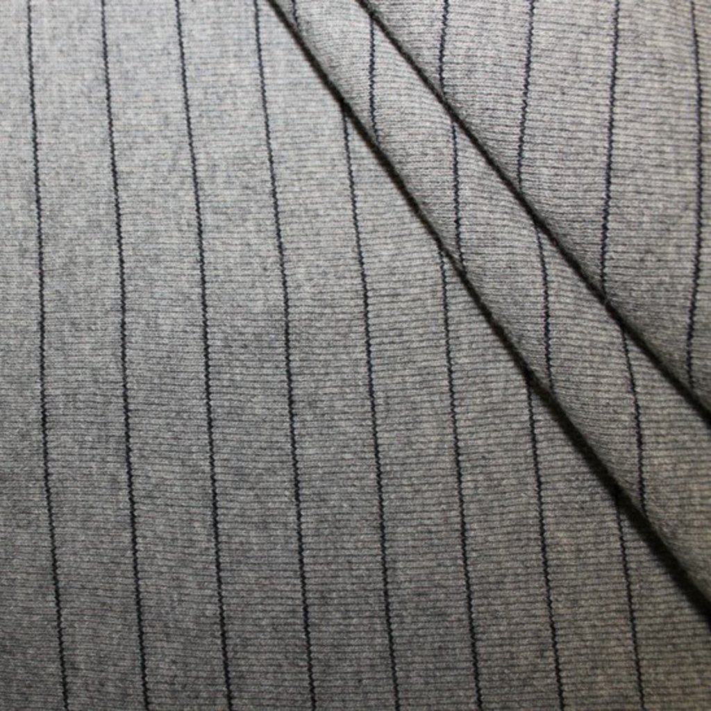 Úplet šedý