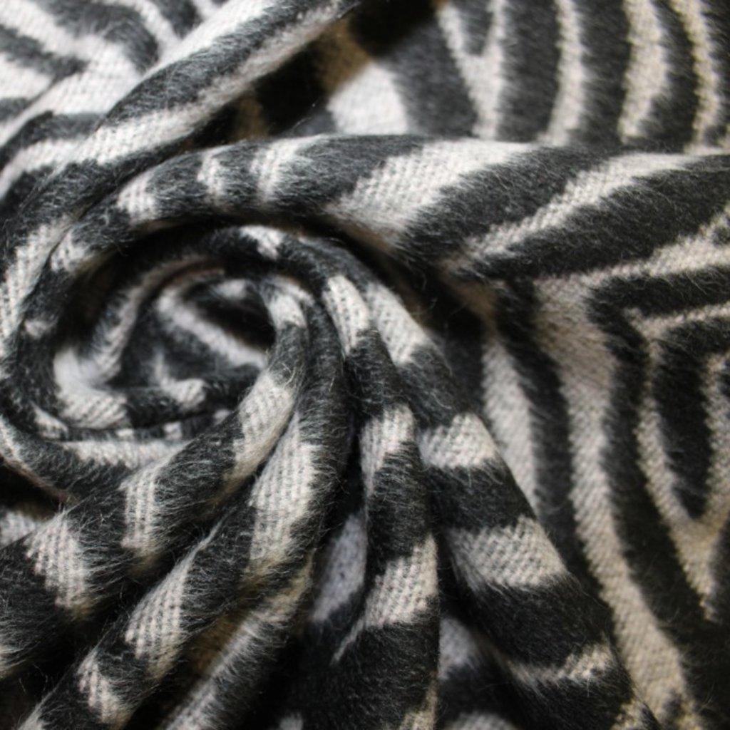Kabátovina – černošedá
