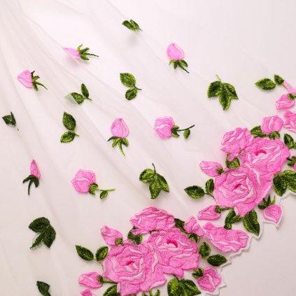 Tyl bílý s vyšívaným růžičkami