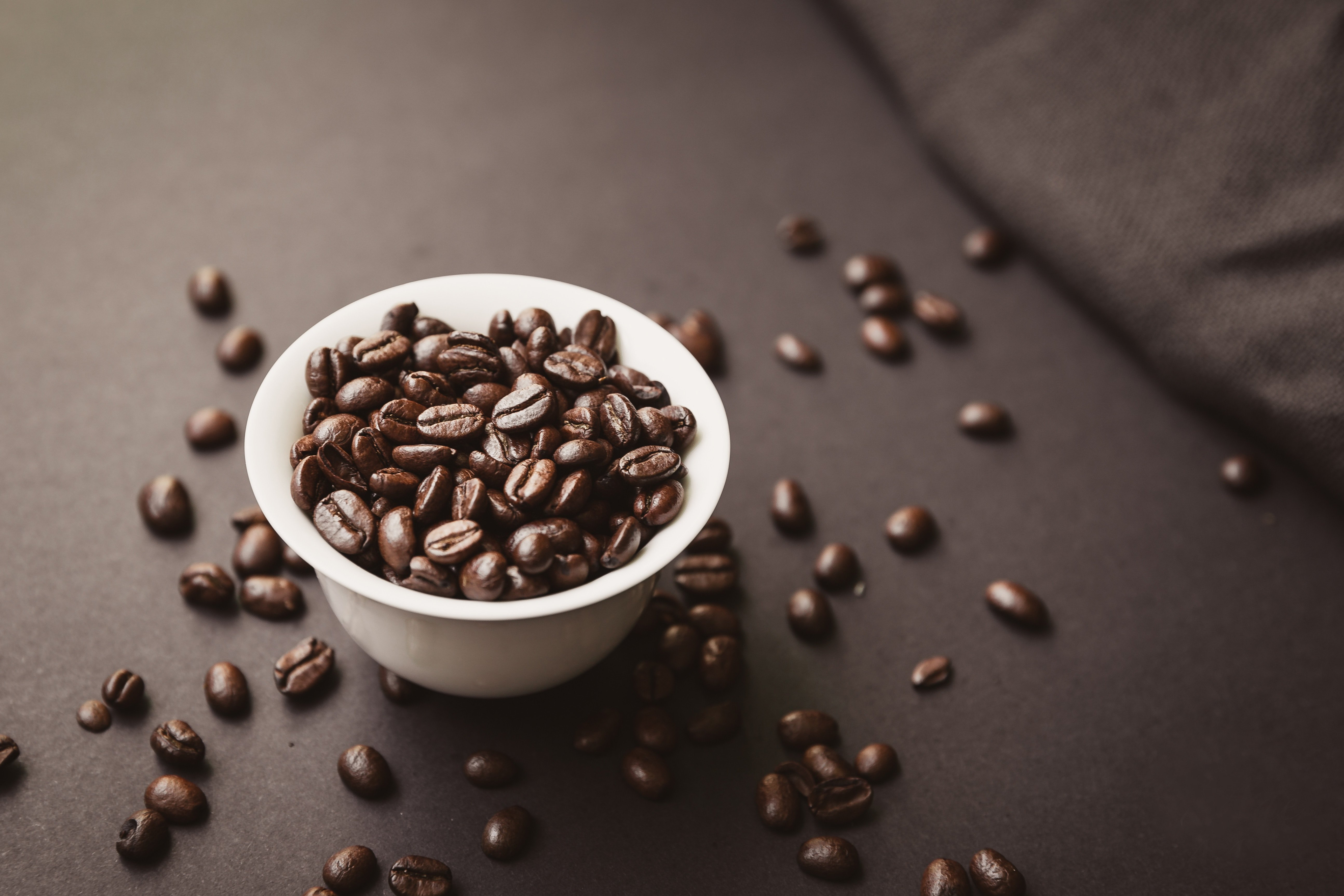 foodiesfeed.com_coffee-beans-in-a-bowl
