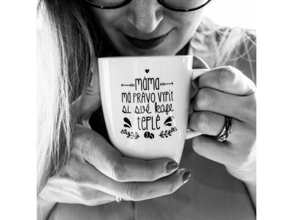 Máma má právo na teplé kafe
