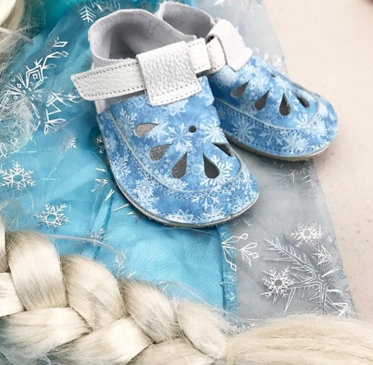 baby-bare-shoes-snowflakes-4_1