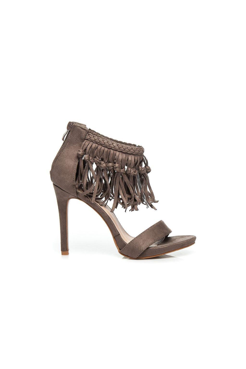 Módní hnědé sandály s třásněmi