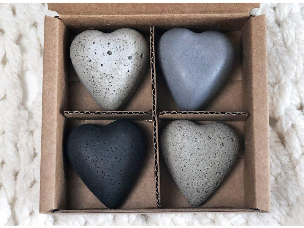 Tmavě šedé magnetky ve tvaru srdce