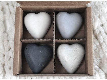 Světle šedé magnetky ve tvaru srdce