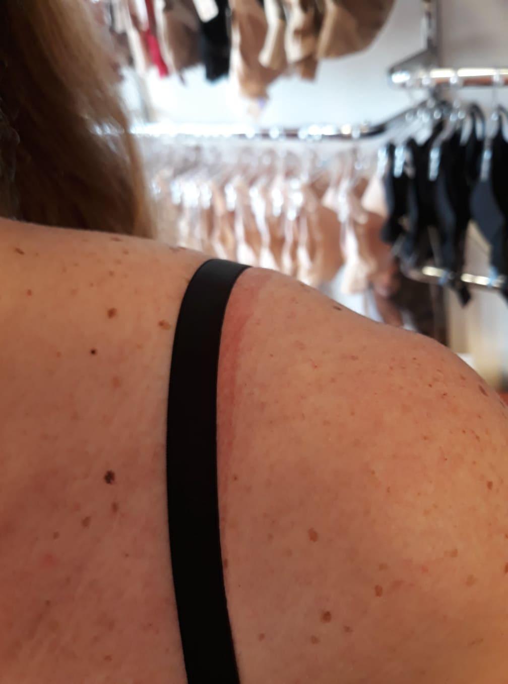 protlacena-ramena-od-podprsenky-podlozky-pod-raminka