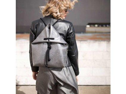 Indigo deignový batoh Cosmo, velikost M - stříbrný  + Pouzdro zdarma