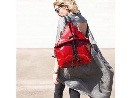 Indigo deignový batoh Lack, velikost S - červený  + Pouzdro zdarma
