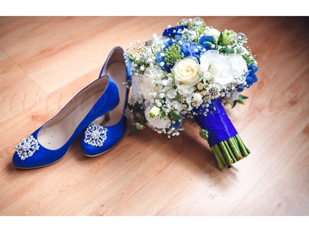 Saténové svatební boty s broží - modré D 105 98 3 c5c07af1f1