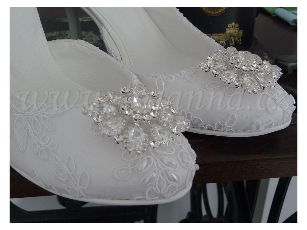 Krajkové svatební boty s broží - bílé f596c05dec