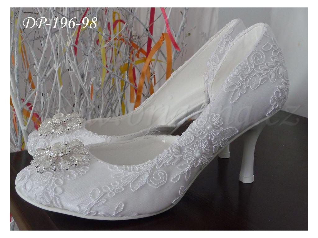 Krajkové svatební boty s broží - bílé 5e2d6ab2aa