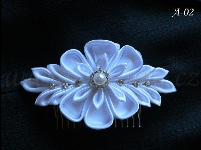 Svatební kanzashi květina na hřebínku A-02