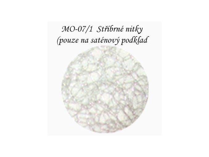 Materiál stříbrné nitky na saténu