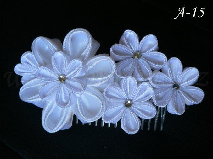 Svatební kanzashi květina na hřebínku A-15