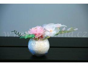 Květinová dekorace na svatební stůl