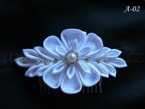 Svatební kanzashi květina na hřebínku A-02 (Barva bílá)