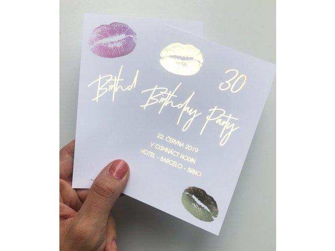 Narozeninová pozvánka - Birthday Kiss (Pozvánka 10,5 x 15,5 cm černé písmo)
