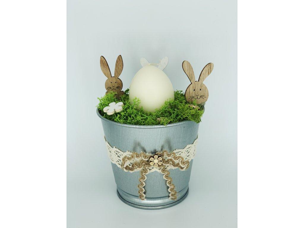 Jarní dekorace květináč s mechem 1