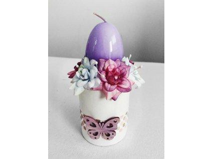 Svícen velikonoční s květy a motýlem