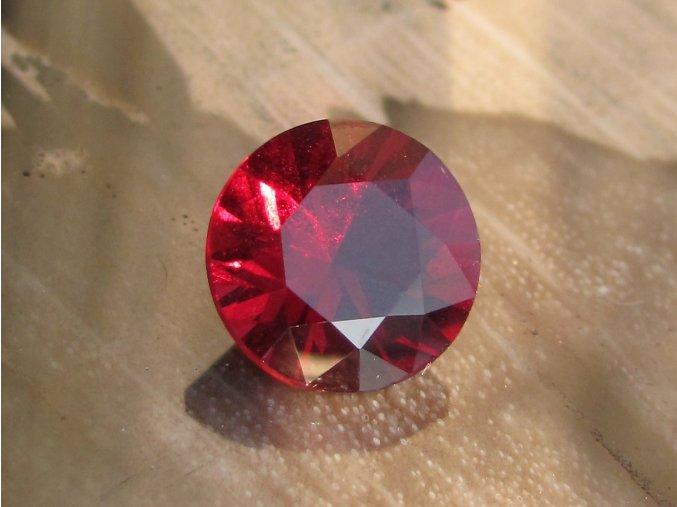 Granát briliantový brus 8,9mm, sytá červená barva