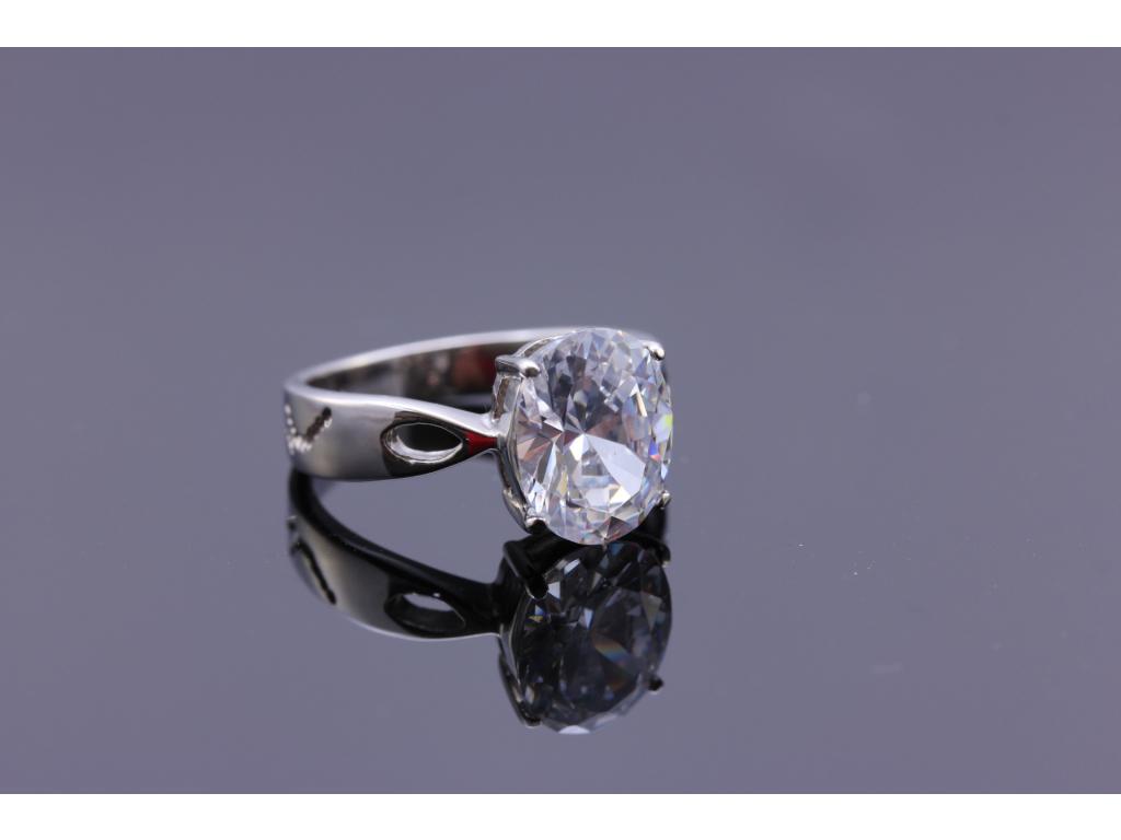 S0576 Nádherný prsten z chirurgické oceli s krystalem