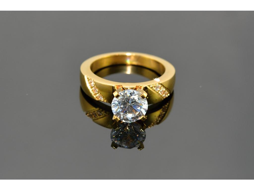 S0516 Prstýnek GOLD z chirurgické oceli s krystalkem