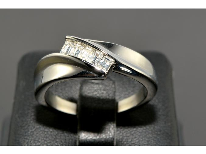 S0016 Ocelový prstýnek s krystaly