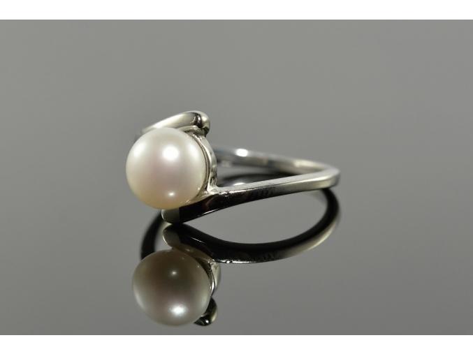 S0026 Prstýnek z chirurgické oceli s perlou