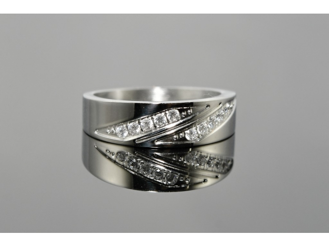 S0520 Prsten z chirurgické oceli zdobený krystalky