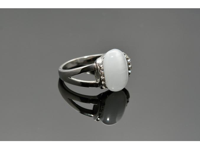 S0820 Prsten s magickým kamenem