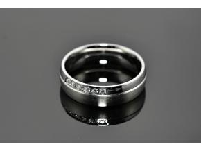S0513 Prsten z chirurgické oceli s krystalky