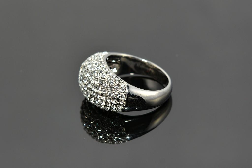 S0509 Prsten z chirurgické oceli s krystalky Velikost: 6