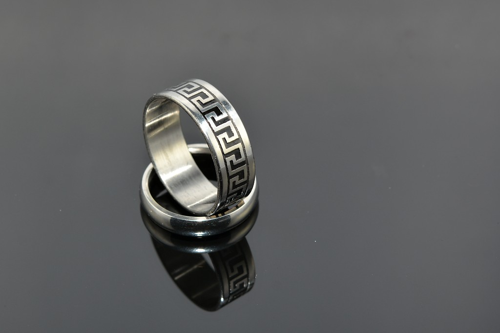 S0475 Prsten z chirurgické oceli - řecký vzor Velikost: 8