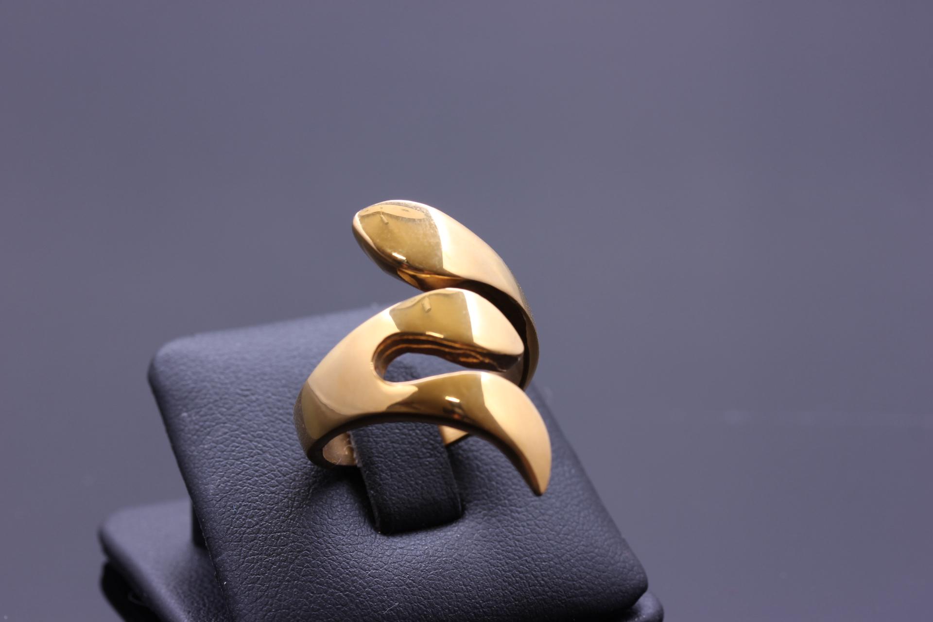 S0593 Extravagantní prsten z chirurgické oceli GOLD Velikost: 6
