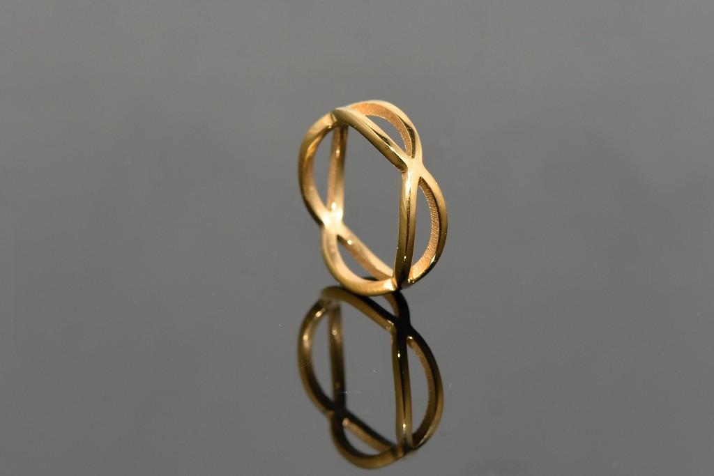 S0812 Prstýnek z chirurgické oceli GOLD Pohlaví: dámské, Velikost: 6