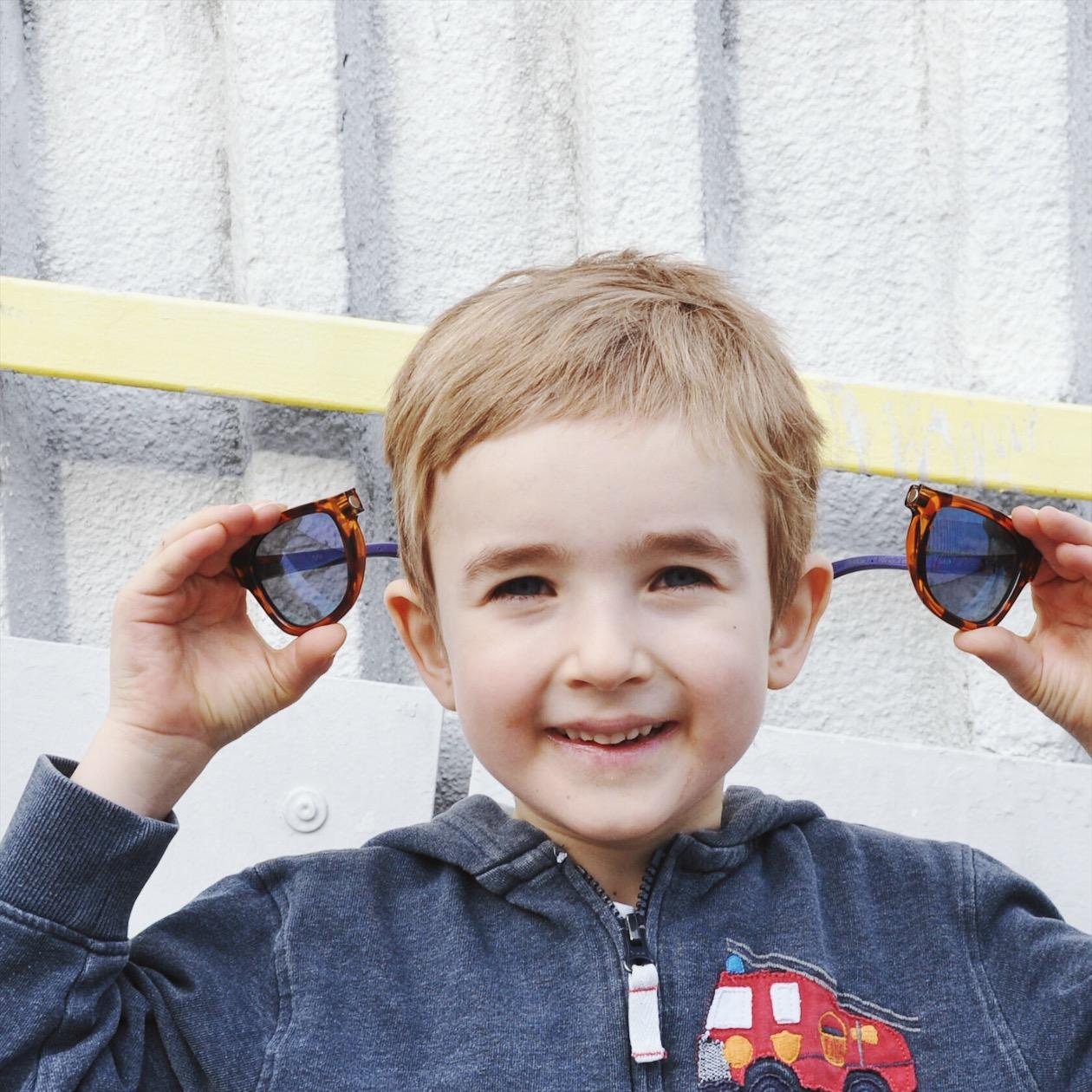Na co myslet, když vybíráte dětské sluneční brýle?