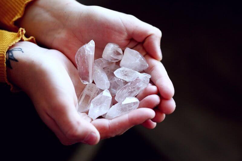 Hroty a špice z minerálů