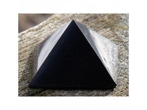 Šungitová pyramida leštěná - 4 x 4 cm