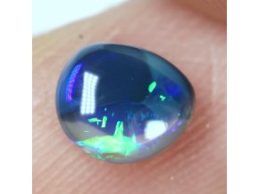 0,57 ct - Black opal - 5,99 x 5,02 mm