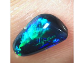 0,76 ct - Black opal - 8,65 x 5,17 mm