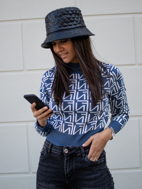Crop svetřík Fame blue
