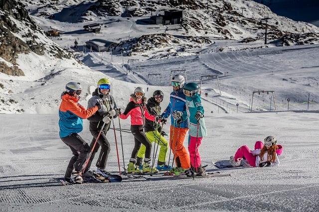 Dámské lyžařské bundy: 6 kritérií pro šťastnou ruku při výběru