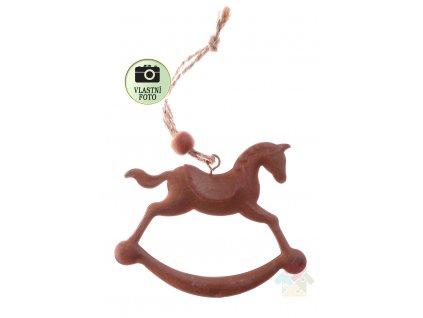 kovový houpací koník