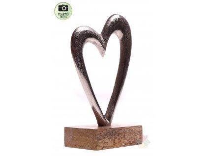 srdce s dřevěným podstavcem