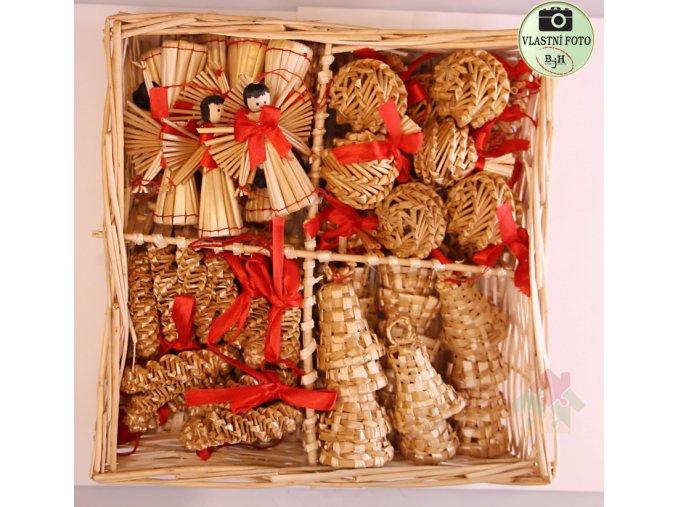 Vánoční slaměné ozdoby v košíčku