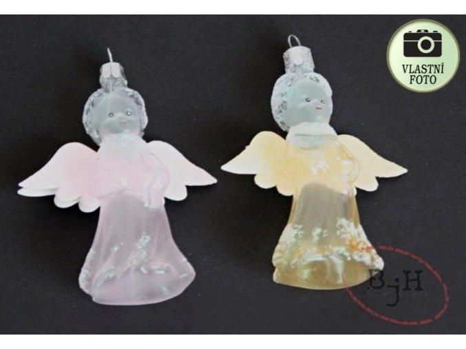andílci s křídly