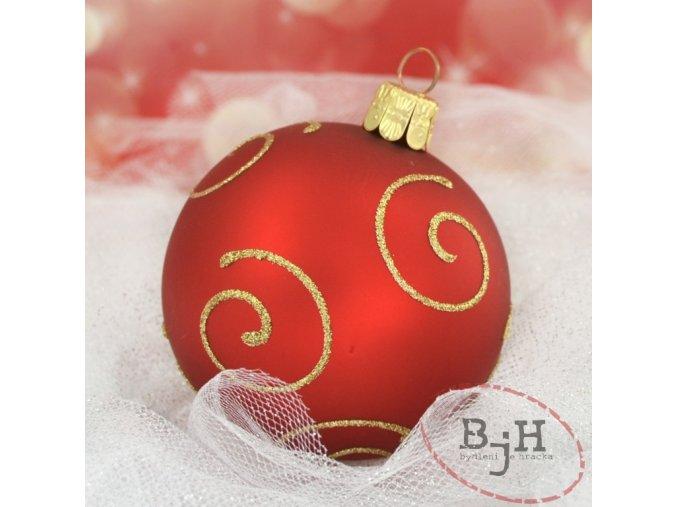 skleněné vánoční ozdoby na stromeček