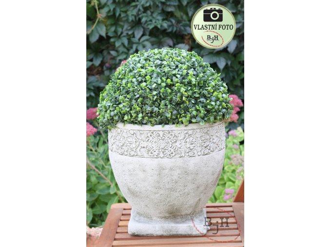 Velký betonový květináč