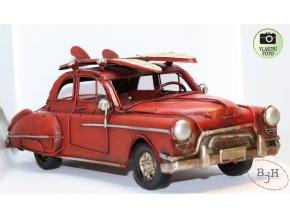 kovový model auta